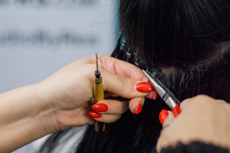 Haarverlängerungs-Methoden mit Micro Rings